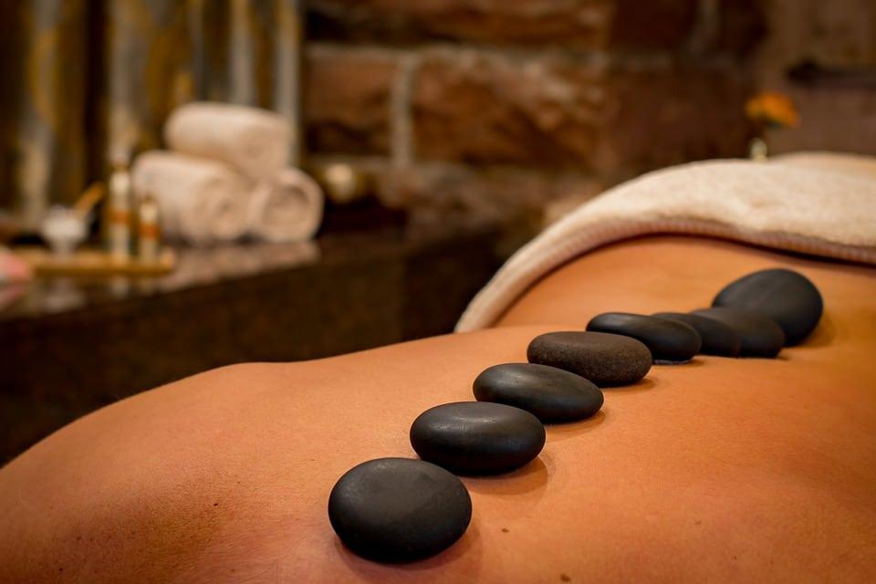Soins du corps, massage, pierres chaudes - Ccil esthétique à Languidic proche Lorient - Morbihan (56)